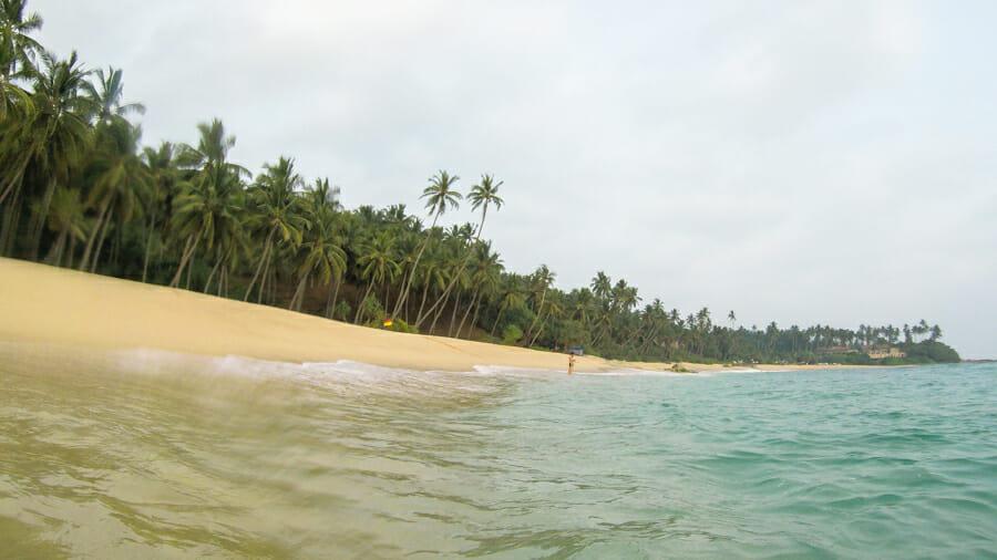 partir au sri lanka Hiriketiya beach