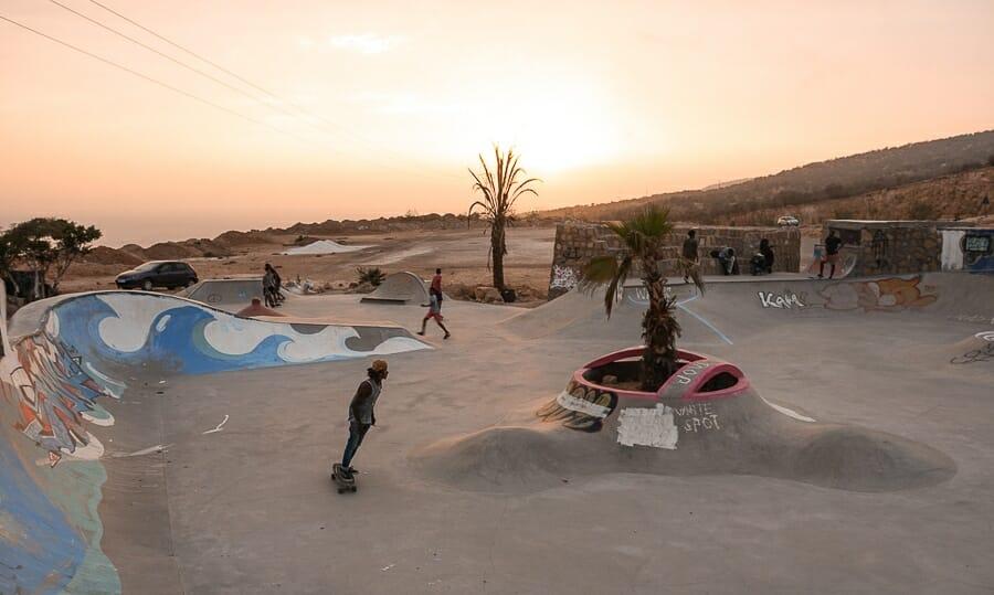 skatepark taghazout maroc coucher de soleil